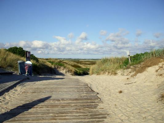Auf dem Weg vom Strand in die Dünen. (Sylt) (© Gisela Perlwitz | Benefeld)